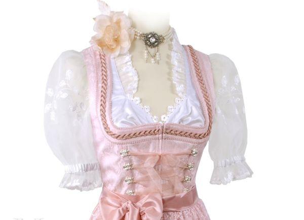 Шнуровка и пояс на платье в баварском стиле