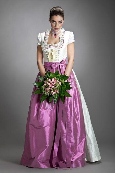 Передник платья в баварском стиле