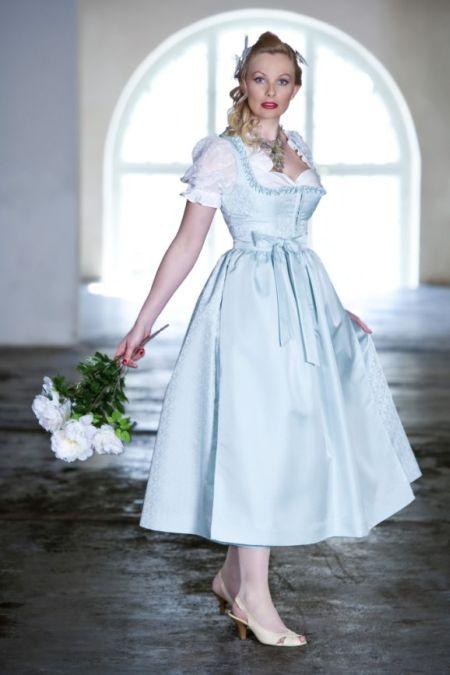 Платье в баварском стиле с пышной юбкой