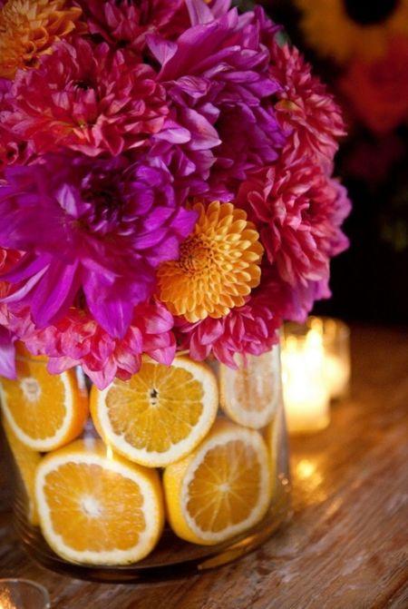 Ваза с цветами и апельсинами