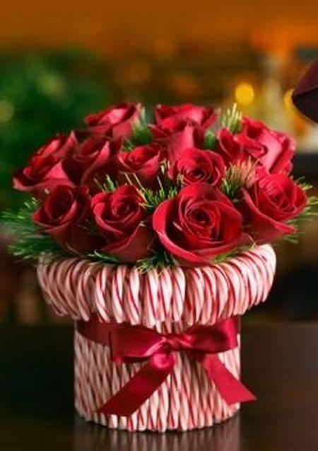 Ваза с розами и карамельками