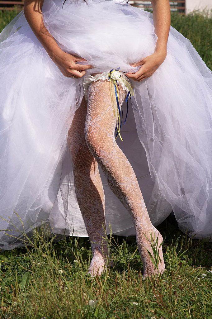 Что делать с подвязкой невесты которую поймал на свадьбе